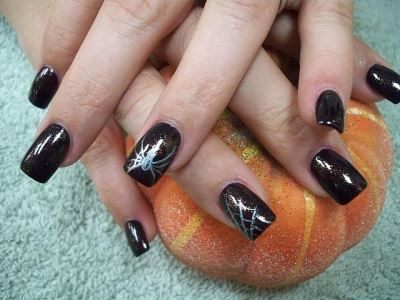 Black base with silver spider nail art amazingnailart 971 prinsesfo Choice Image