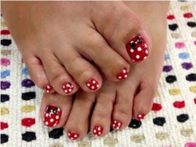 The Aimeebroussard Wants To Share Diy Minnie Mouse Toes With You