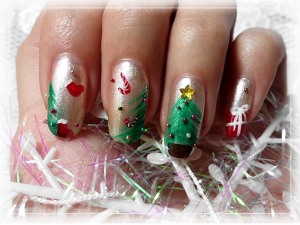 Christmas-Tree-Nail-Art-Designs-300x225