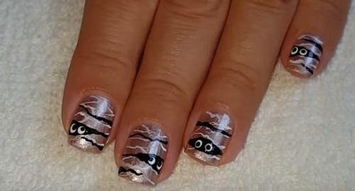 Gold Mummy Nails