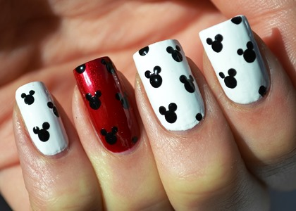 Find your match with this Mickey and Minnie Mouse Nail art ideas. - Mickey And Minnie Mouse Nail Art Ideas AmazingNailArt.org